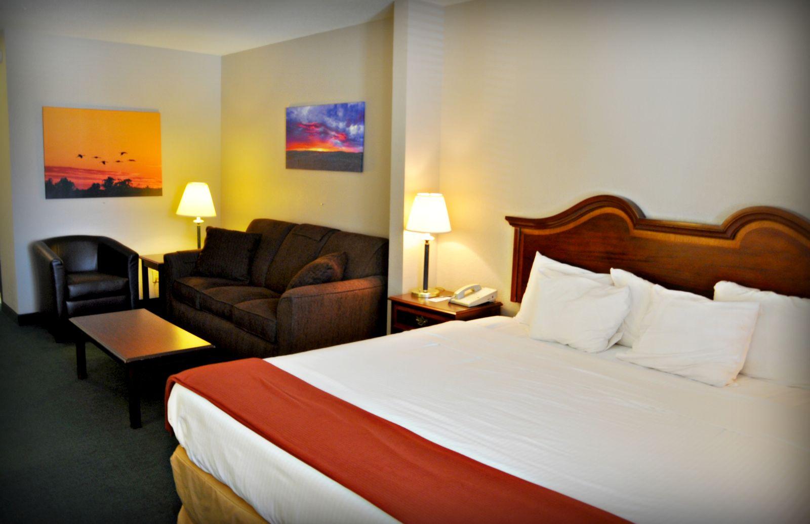 king suite - Niobrara Lodge Valentine Ne