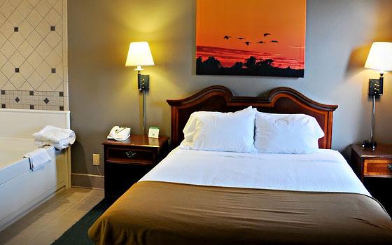 room suites - Niobrara Lodge Valentine Ne